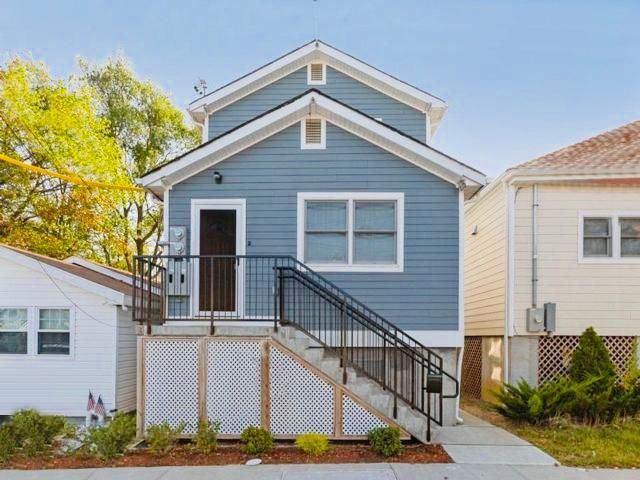 3 BR,  2.00 BTH   style home in Broad Channel